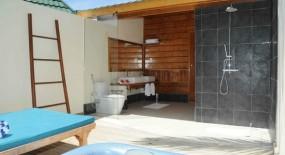 vízre épült villa fürdőszoba