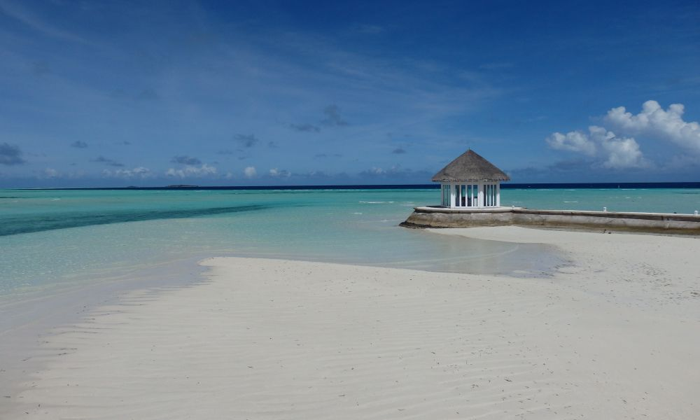 OLHUVELI BEACH AND SPA RESORT 3-4*